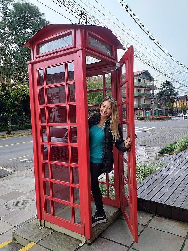 3x4 Gramado-Bibi-en-cabina telefónica