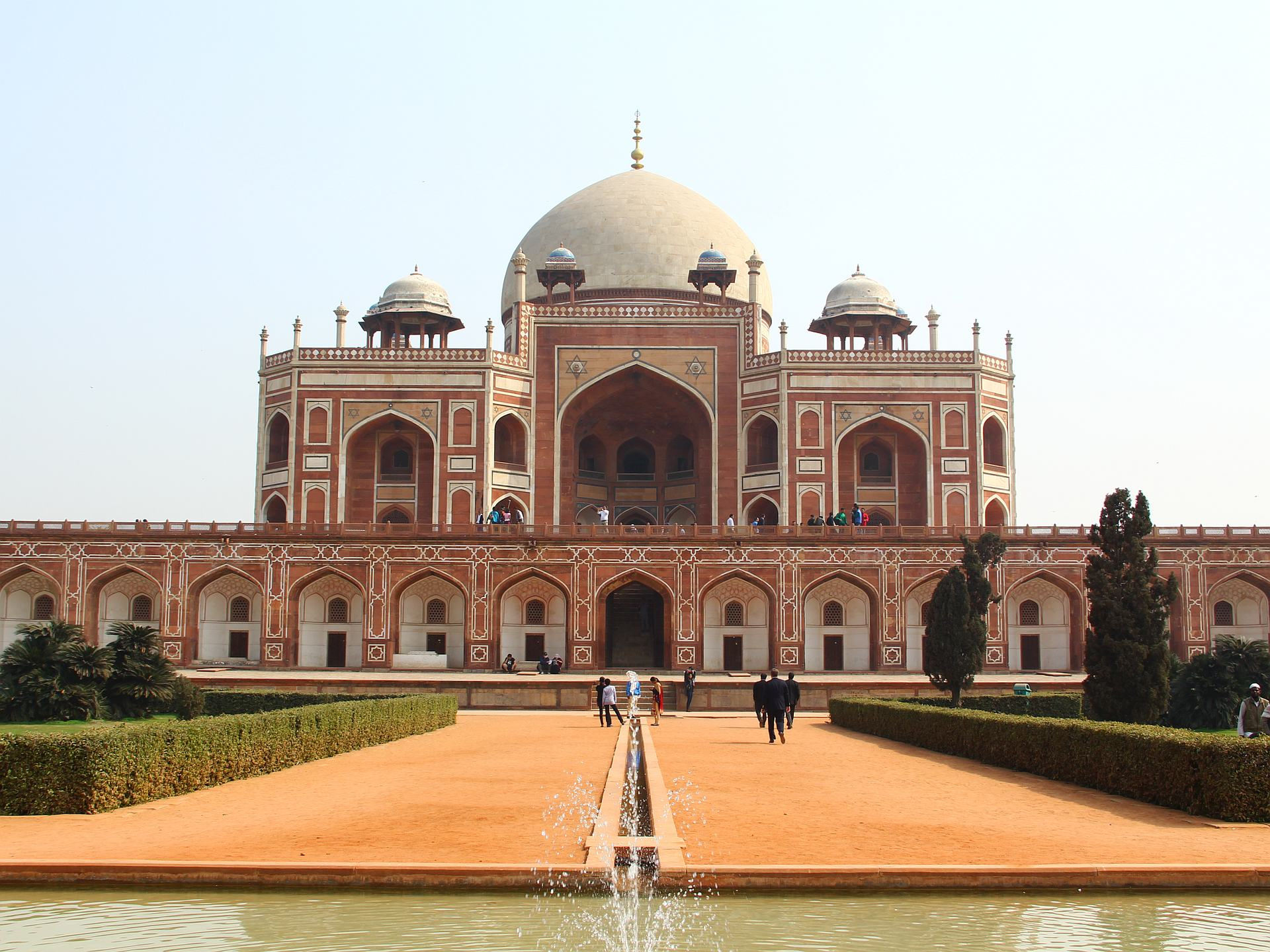 The Tomb of Humayum (Humayum & #039; s Tomb) served as inspiration for the construction of the Taj Mahal.