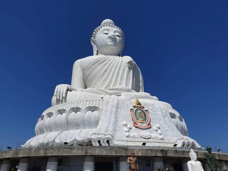 From all over the south of the island you can get to see the Big Buddha