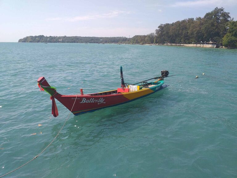 "That typical photo of a ""long tail"" boat that can't be missing in posts about Thailand."