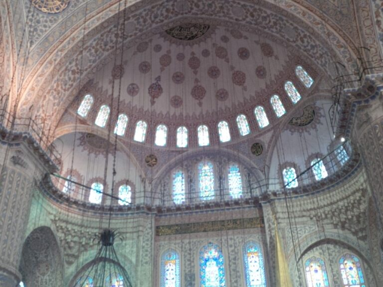 4x3 blue mosque dentro