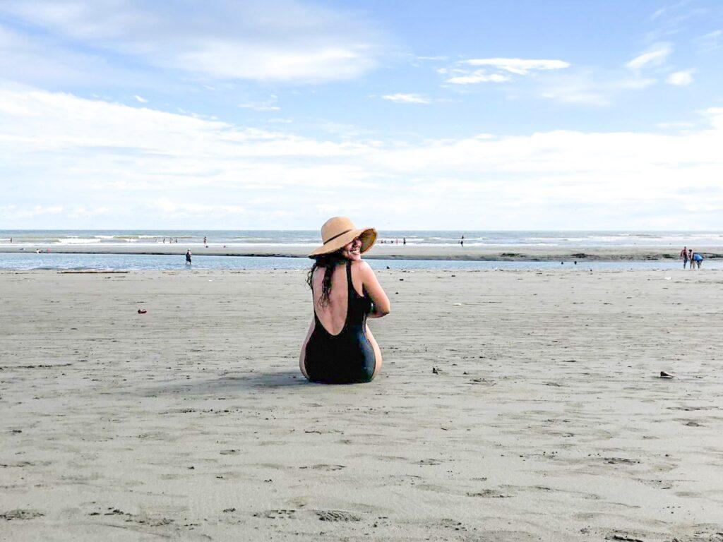 Valéria Micolta en la playa de La Barra, Colombia